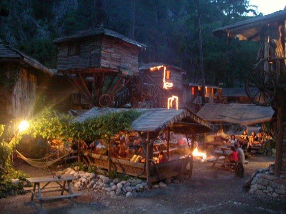 ağaç evlerde gece