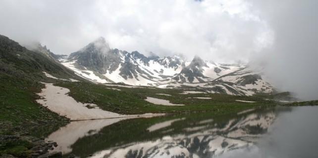 Kaçkar Dağlarında Buzul Gölü