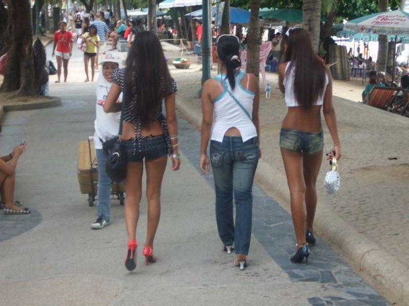 TH_Pattaya_beach+road+girls